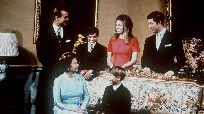 Queen Elizabeth II. und Prinz Philip mit ihren Kindern im Jahr 1969