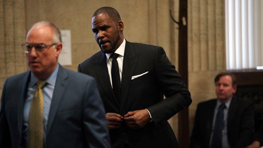 R. Kelly mit seinem Anwalt Steven Greenberg