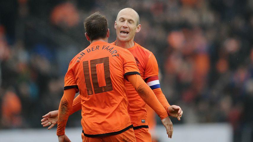 Rafael van der Vaart und Arjen Robben im November 2013 in Genk