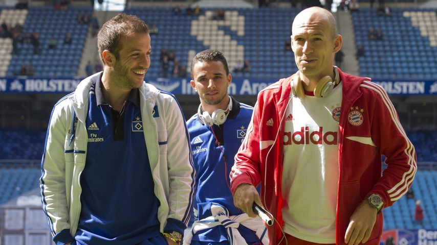 Rafael van der Vaart und Arjen Robben scherzen im Mai 2014