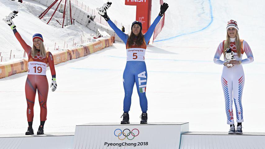 Ragnhild Mowinckel, Sofia Goggia und Lindsey Vonn auf dem Olympischen Podium