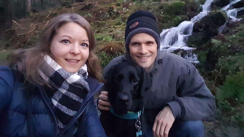"""Ramona und Stephan von """"Hochzeit auf den ersten Blick"""" mit ihrem Hund, Dezember 2019"""