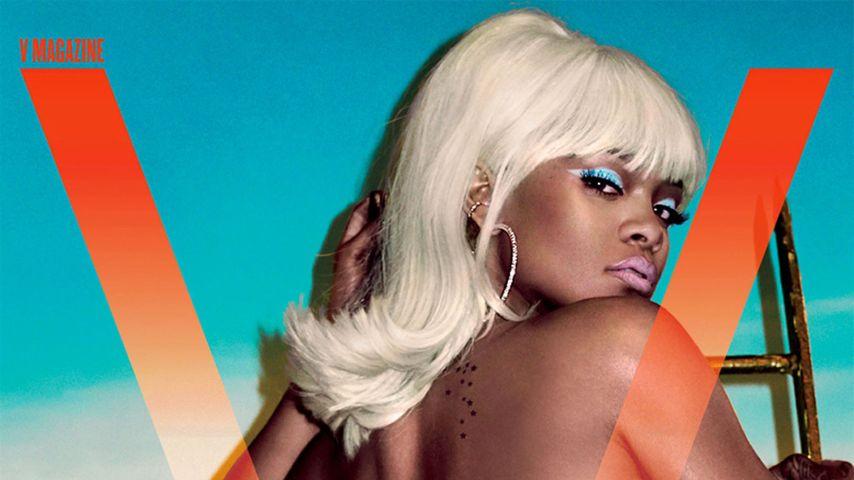 Platinblond! Hier räkelt sich Rihanna oben ohne