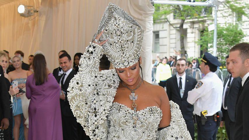 Rihanna auf dem Teppich der Met Gala