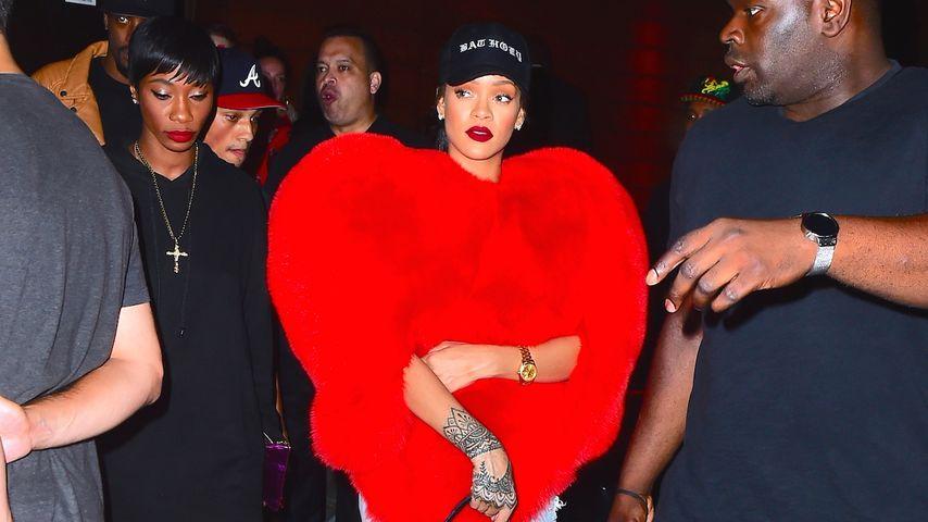 Rihanna als XXL-Plüsch-Herz: Alle Zeichen stehen auf Liebe!