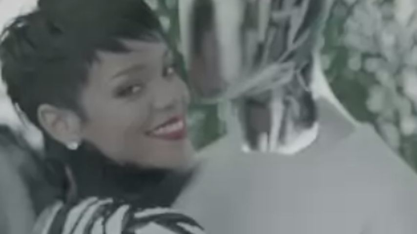 Wie jetzt? Rihanna knutscht mit Schaufenster-Puppe