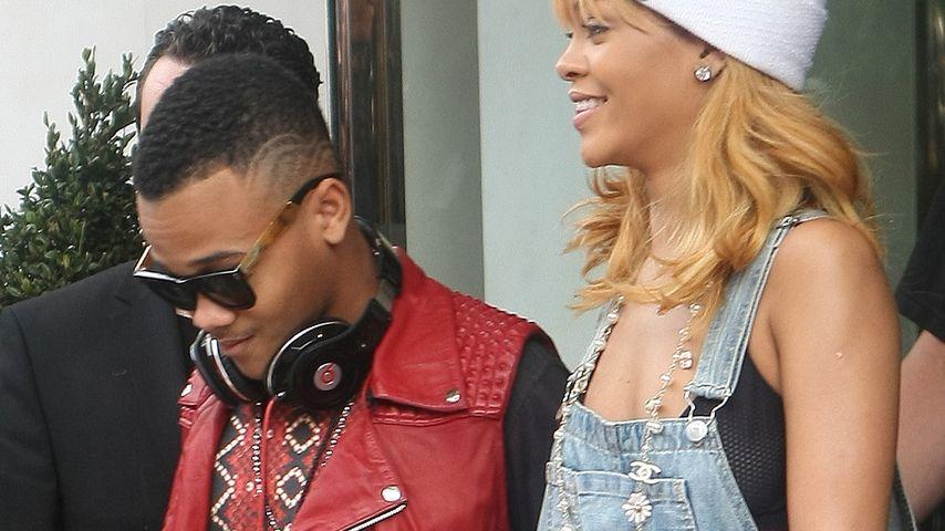 Erwischt! Mit wem hält Rihanna denn da Händchen?