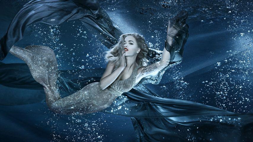 Erster Modeljob: Sängerin Rita Ora posiert als Meerjungfrau