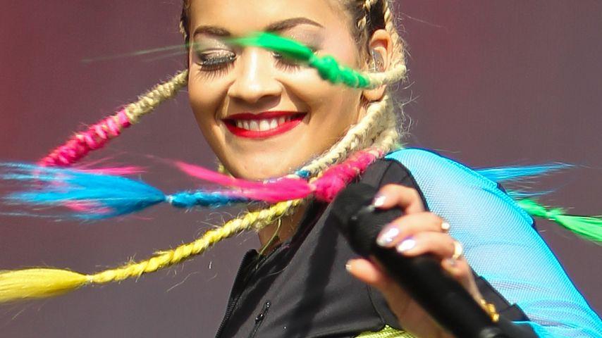 Farbenfroh! Rita Ora rockt mit Rasta-Zöpfen