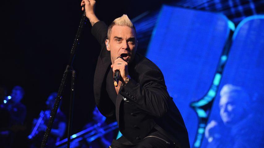 Seiten gewechselt? Robbie Williams trägt Wolfsburg-Trikot!