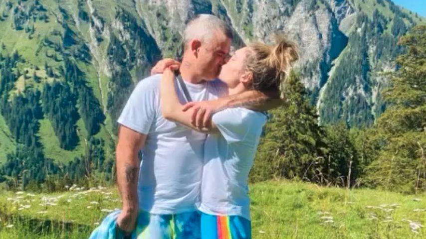 Zehnter Hochzeitstag: Robbie Williams und Ayda knutschen