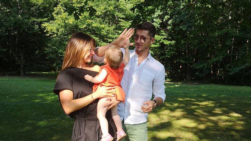 Robert Lewandowski mit seiner Frau Anna und Töchterchen Klara