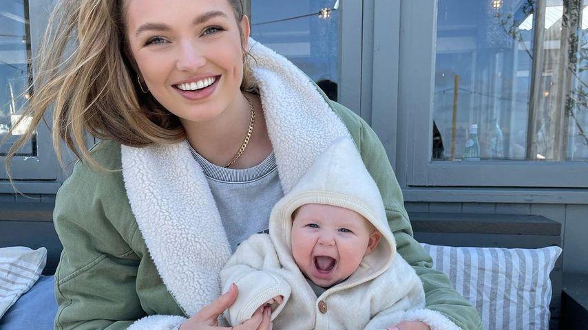 Romee Strijd mit ihrem Baby