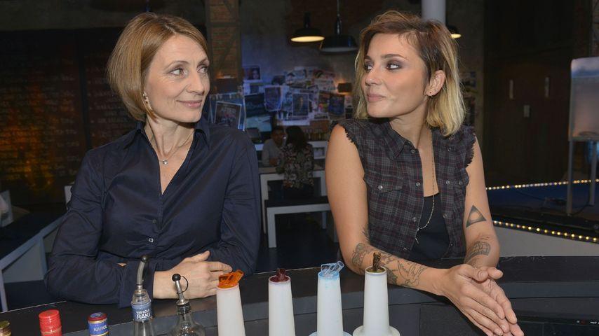 Rosa (Joana Schümer) und Anni (Linda Marlen Runge)