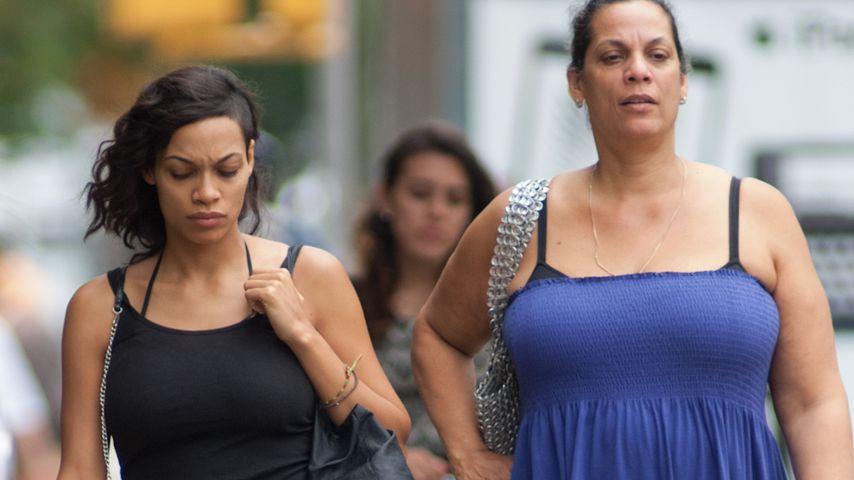 """Lässige Ladies! Rosario Dawson & ihre """"Momma"""""""