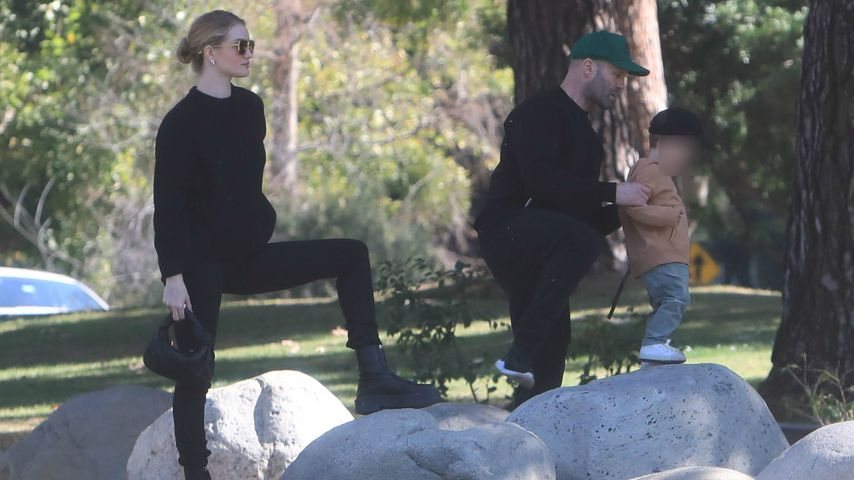 Rosie Huntington-Whiteley und Jason Statham mit ihrem Sohn im Park, Februar 2020