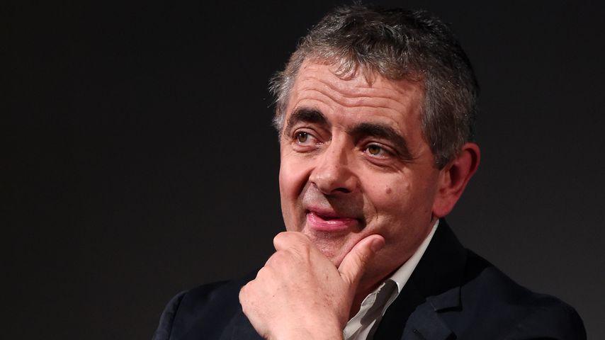 Halb so alt! Diesen heißen Feger datet Rowan Atkinson