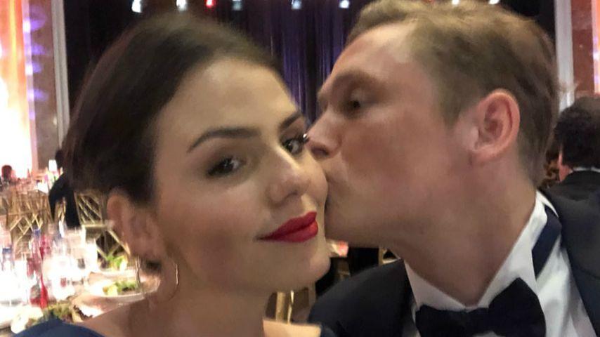 Matthias Schweighöfer teilt süßes Kuss-Pic mit seiner Ruby