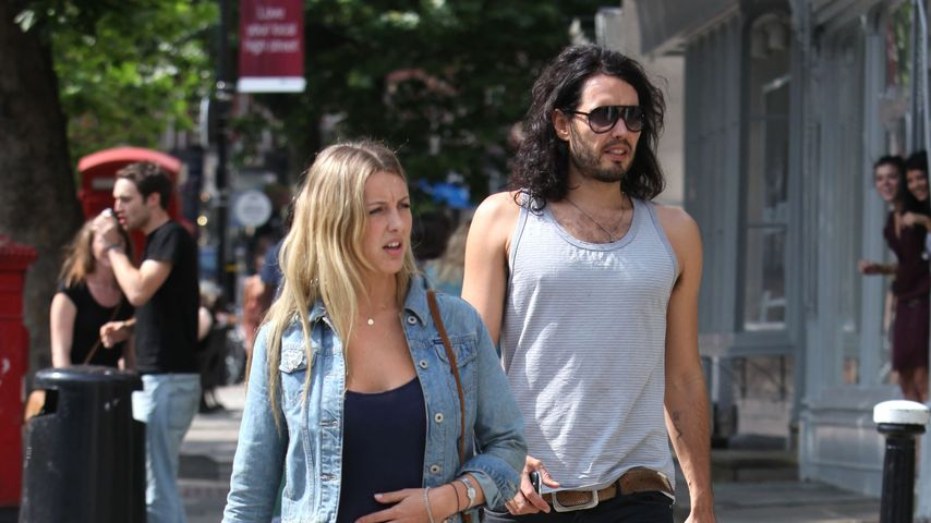 Russell Brand mit Freundin Laura Gallacher in London