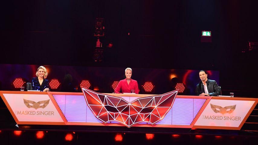"""Ruth Moschner, Sonja Zietlow und Bülent Ceylan in der zweiten Folge von """"The Masked Singer"""""""