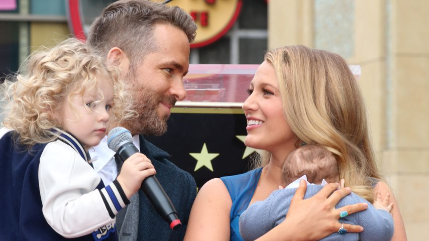 "James Reynolds, Ryan Reynolds, Blake Lively und Ines Reynolds auf dem ""Walk of Fame"" in Hollywood"