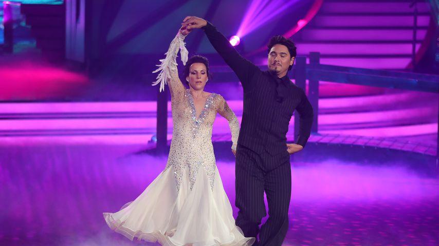 Sabrina Mockenhaupt und Erich Klann tanzen einen langsamen Walzer