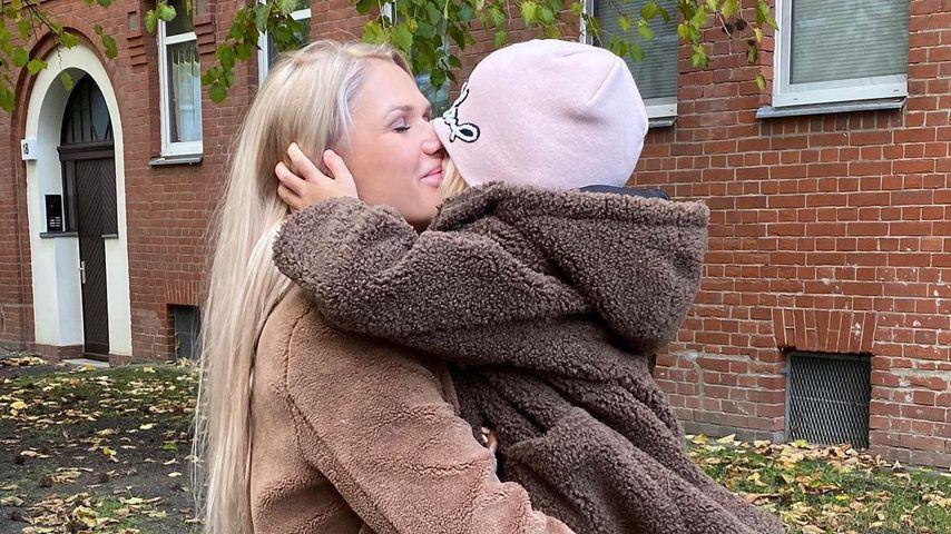 Sara Kulka und ihre Tochter, Dezember 2020