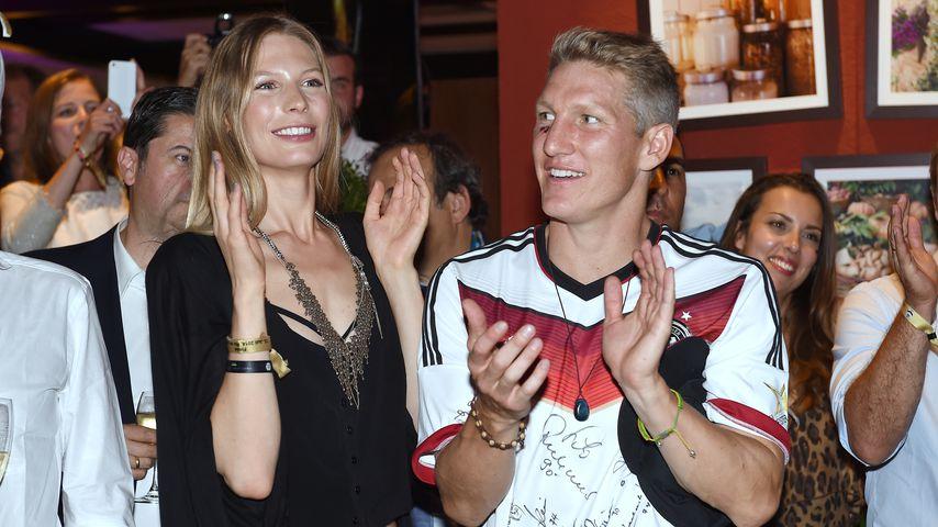 Sarah Brandner und Bastian Schweinsteiger  bei der Feier nach dem Finale der Fussball-WM 2014