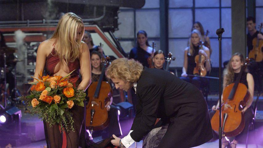 """Sarah Connor und Thomas Gottschalk bei """"Wetten, dass..?"""", 2002"""