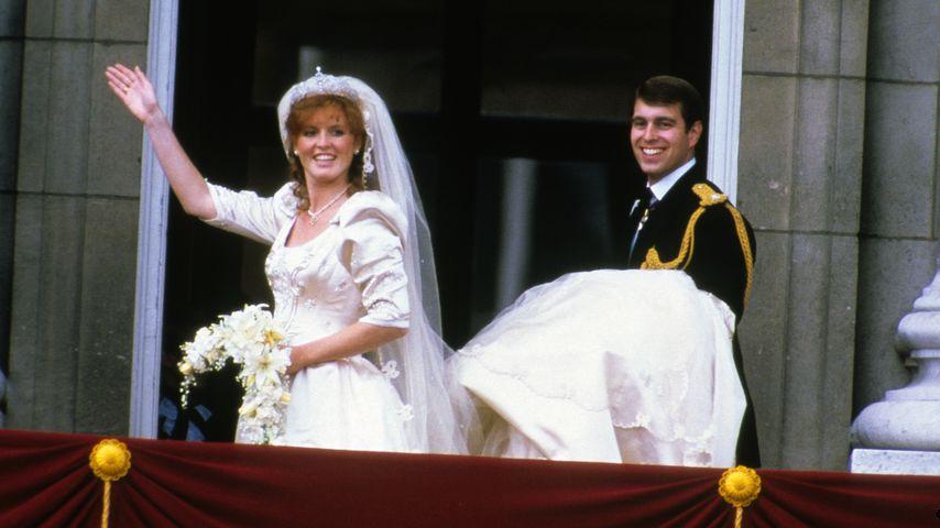 Sarah Ferguson (damals Herzogin von York) und Prinz Andrew bei ihrer Hochzeit am 23. Juli 1986