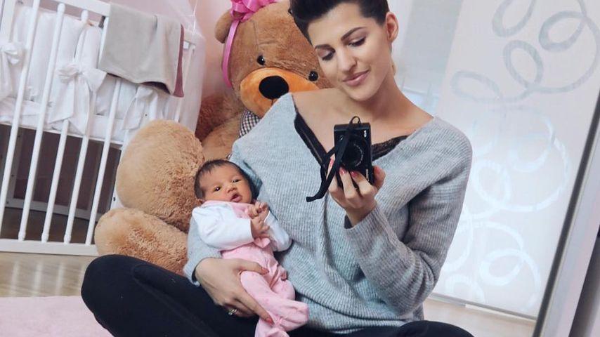 Sarah Harrison mit ihrer Tochter Mia Rose