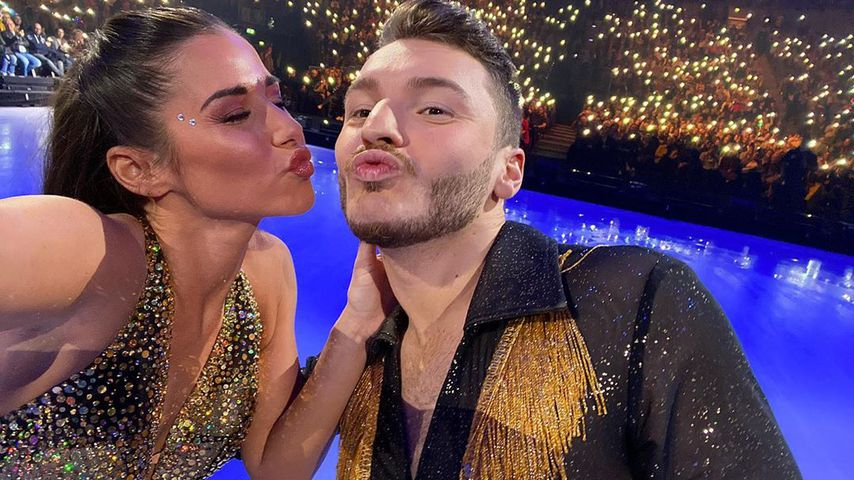 "Sarah Lombardi und Joti Polizoakis bei ""Holiday on Ice"""