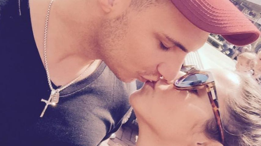 Geburtstags-Kuss: Sarah gratuliert ihrem Schatz Pietro!