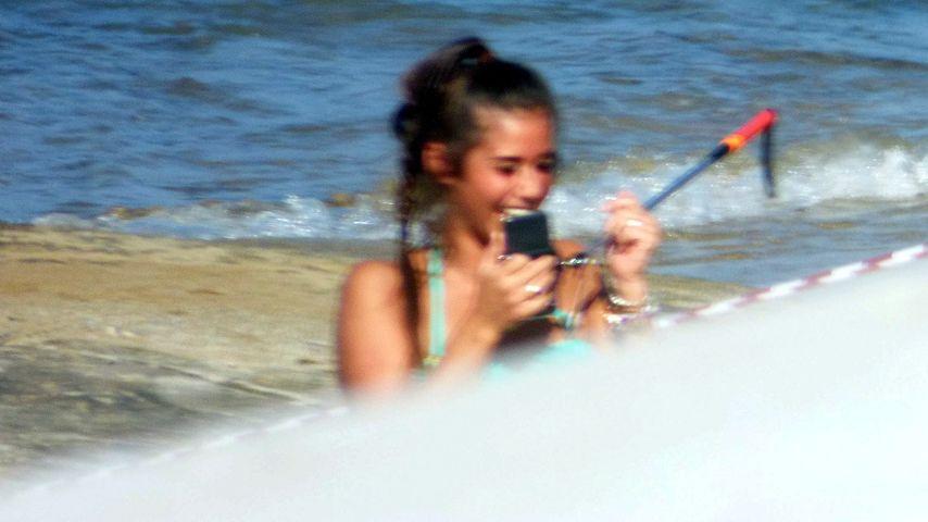 Solo im Bikini: An wen schickst du dieses Selfie, Sarah?