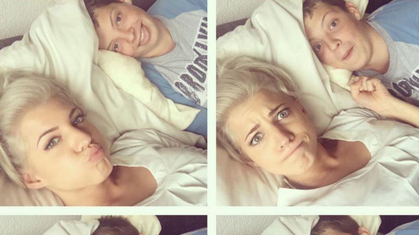 Geschwisterliebe: Sarah Nowak kuschelt mit ihrem Bruder
