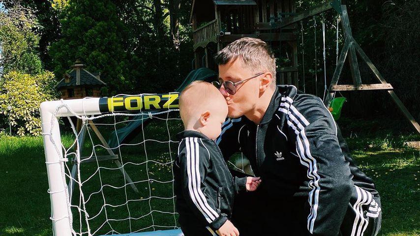 Sascha Koslowski mit seinem Sohn Lenardo, Mai 2020