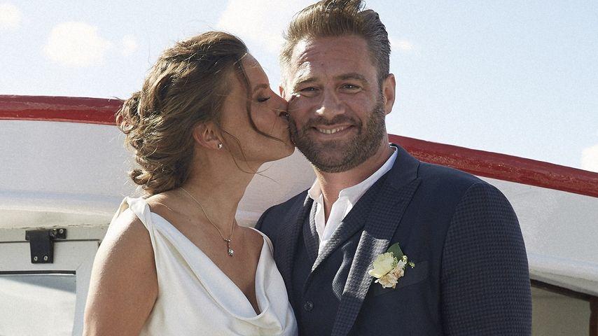 So ein schönes Ehepaar: Hier sind Sasha & seine Braut Julia