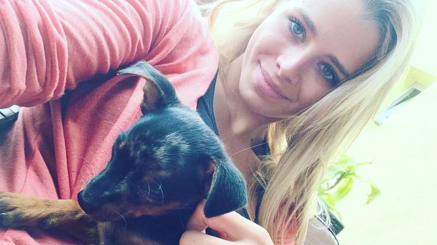 Ex-Bachelor-Kandidatin Saskia Atzerodt mit ihrem neuen Hund Batman