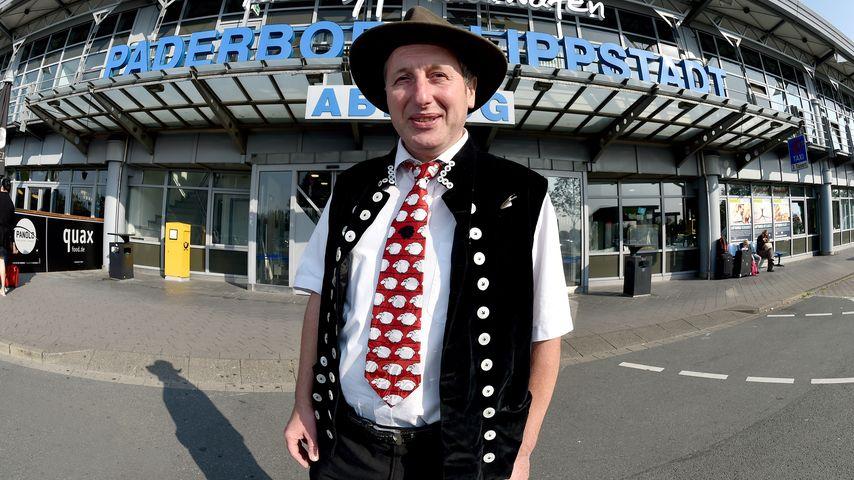 Schäfer Heinrich am Flughafen Paderborn-Lippstadt vor einem Trip nach Mallorca