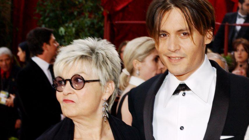 Schauspieler Johnny Depp mit seiner Mutter Betty Sue Palmer