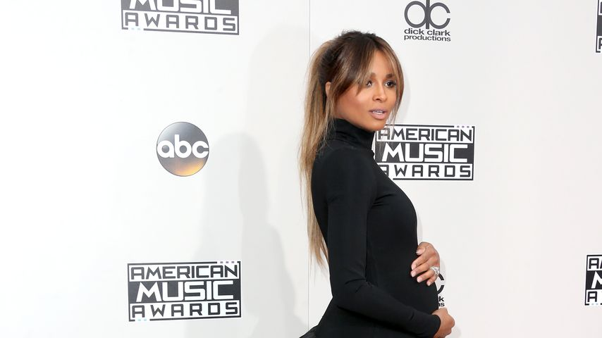 Schwangere Ciara auf dem Red Carpet der AMAs 2016