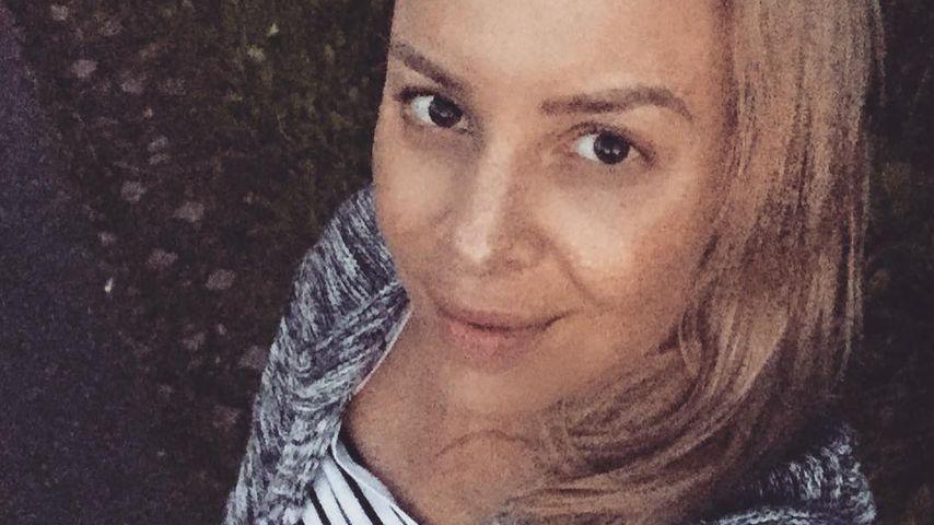 In Klamotten ihres Mannes: Isabel Edvardsson zeigt Babybauch