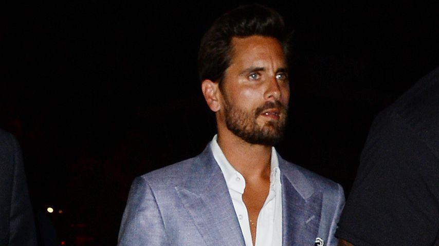 Scott Disick mit offenem Hosenstall beim Verlassen eines Nachtclubs in Cannes
