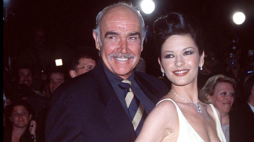 Sean Connery und Catherine Zeta Jones auf einer Premierenfeier