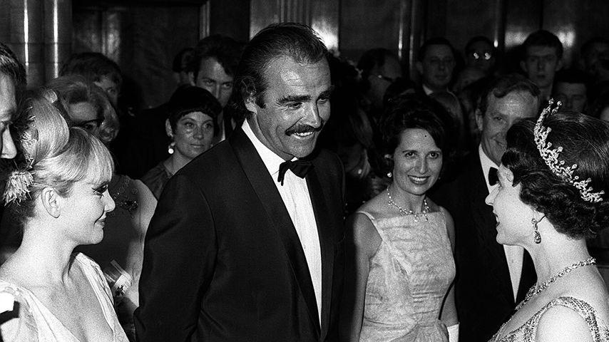 Sean Connery und Queen Elizabeth II. im Jahr 1967