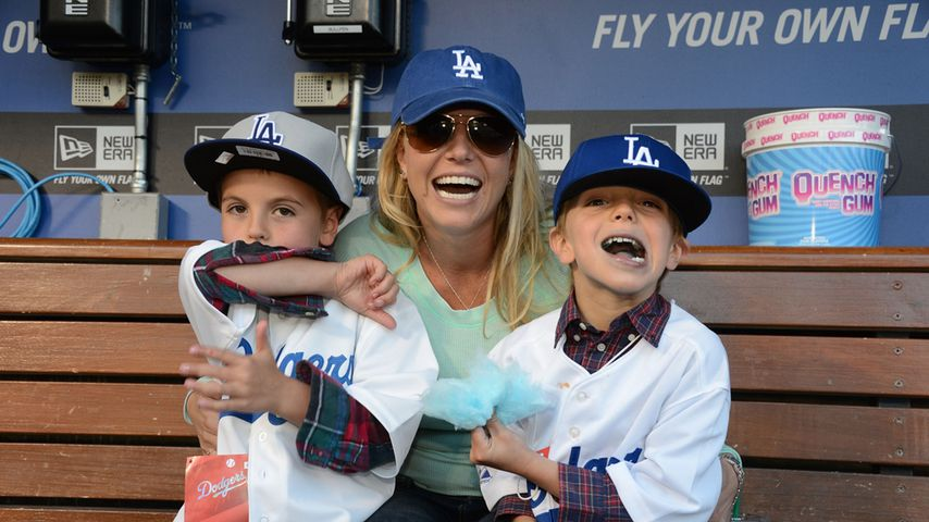 Sean Preston und Jayden James Federline mit ihrer Mama Britney Spears im April 2013