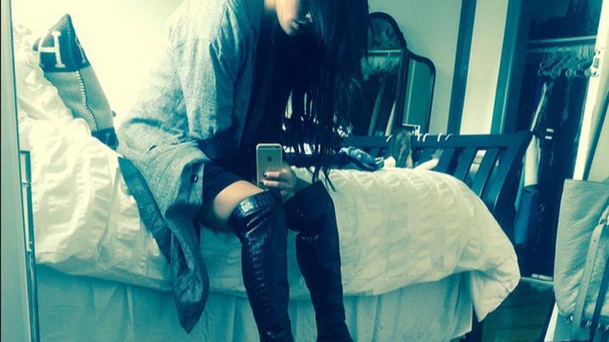 Mega heiß! Selena Gomez posiert in Lederstiefeln