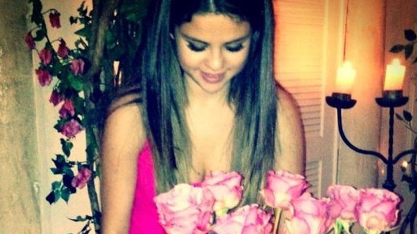 Hier zeigt Selena ihr süßes Geburtstagsgeschenk
