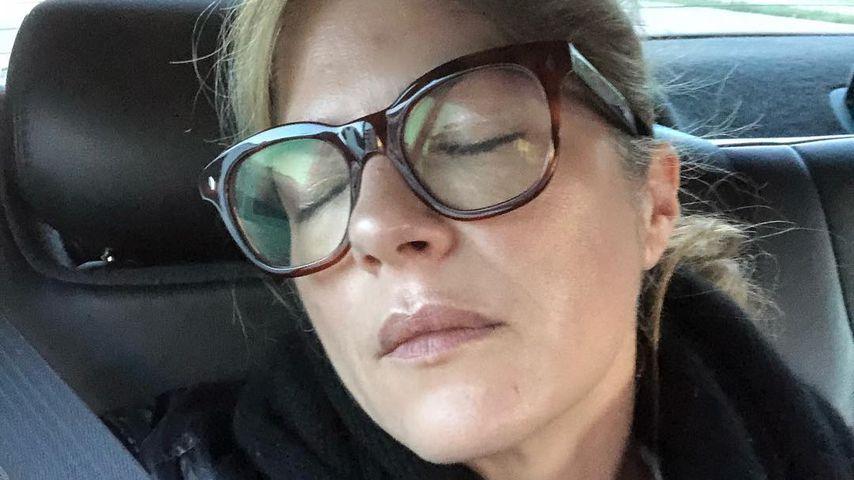 Schauspielerin Selma Blair schläft im Auto