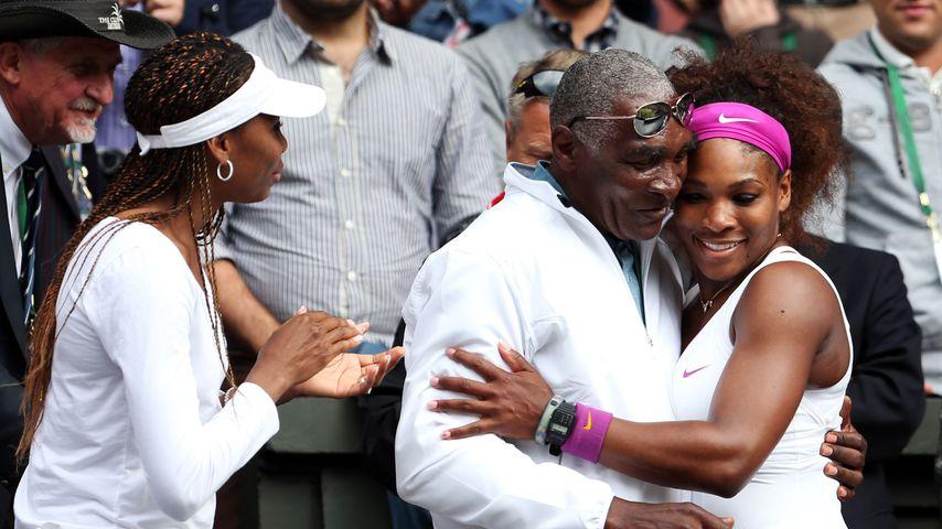 Venus Williams, Vater Richard und Schwester Serena nach dem Wimbledon Finale 2012
